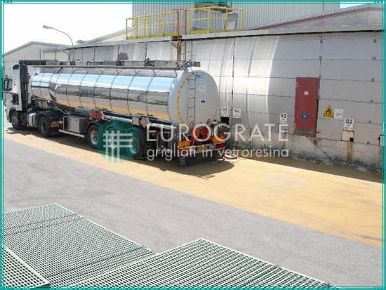 producent af glasfiber riste med en kontinuerlig og automatiseret produktionscyklus